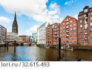 Купить «Travel to Germany - view of houses on waterfront of Nikolaifleet canal near Deichstrasse in Hamburg city downtown in september», фото № 32615493, снято 15 февраля 2020 г. (c) easy Fotostock / Фотобанк Лори