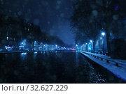 Купить «Canal Saint Martin under snow in Paris at night», фото № 32627229, снято 6 февраля 2018 г. (c) Сергей Новиков / Фотобанк Лори