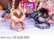 Купить «Russia, Samara, August 2019: Sale of soft souvenir toys at the exhibition of masters. Funny kittens.», фото № 32628069, снято 24 августа 2019 г. (c) Акиньшин Владимир / Фотобанк Лори