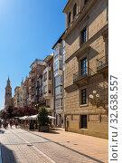 Купить «Логроньо, Испания. Улица Порталес, на заднем плане Кафедральный собор», фото № 32638557, снято 23 июня 2017 г. (c) Rokhin Valery / Фотобанк Лори