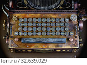 Купить «Клавиатура модели пишущей машинки в стиле стимпанк. Латинский шрифт», фото № 32639029, снято 29 ноября 2015 г. (c) Валерий Александрович / Фотобанк Лори