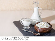 Food is a source of calcium, magnesium, protein, fats, carbohydrates, balanced diet. Dairy products for breakfast: cottage cheese, sour cream, milk, contain casein, albumin, globulin, free lactose. Стоковое фото, фотограф Светлана Евграфова / Фотобанк Лори