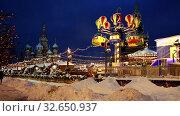 Купить «Карусели на новогодней ярмарке на Красной площади зимним вечером, Москва, Россия», видеоролик № 32650937, снято 27 октября 2019 г. (c) Наталья Волкова / Фотобанк Лори