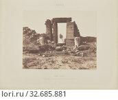 Karnak (Thèbes). Premier Pylône - Ruines de la Porte et des Colosses, vues du Point E, Félix Teynard (French, 1817 - 1892), Print by H. de Fonteny (French... (2019 год). Редакционное фото, фотограф ARTOKOLORO QUINT LOX LIMITED / age Fotostock / Фотобанк Лори