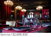 Купить «Empty wine glasses stand on table in restaurant», фото № 32695933, снято 25 февраля 2020 г. (c) Яков Филимонов / Фотобанк Лори