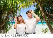 happy couple in sunglasses on tropical beach. Стоковое фото, фотограф Syda Productions / Фотобанк Лори