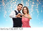 Купить «happy couple making hand heart on valentines day», фото № 32697121, снято 30 ноября 2018 г. (c) Syda Productions / Фотобанк Лори