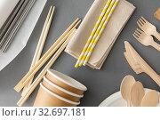 Купить «disposable dishes of paper and wood», фото № 32697181, снято 3 мая 2019 г. (c) Syda Productions / Фотобанк Лори