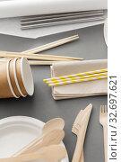 Купить «disposable dishes of paper and wood», фото № 32697621, снято 3 мая 2019 г. (c) Syda Productions / Фотобанк Лори