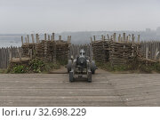 "Gun on a wooden fortress wall in museum of Zaporizhian Cossacks ""Zaporizhian Sich"" of Khortytsia, Zaporozhye city, Ukraine (2019 год). Стоковое фото, фотограф Некрасов Андрей / Фотобанк Лори"