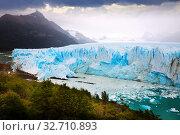 Купить «Glacier Perito Moreno and mountains», фото № 32710893, снято 2 февраля 2017 г. (c) Яков Филимонов / Фотобанк Лори