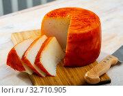 Round of goat cheese. Стоковое фото, фотограф Яков Филимонов / Фотобанк Лори