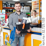 Купить «Guy customer showing tools in store, woman seller working», фото № 32725133, снято 17 мая 2018 г. (c) Яков Филимонов / Фотобанк Лори