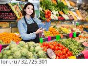 Купить «Female shopping assistant demonstrating assortment of grocery shop», фото № 32725301, снято 18 марта 2017 г. (c) Яков Филимонов / Фотобанк Лори