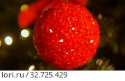 blurred christmas ball decoration on fir tree. Стоковое видео, видеограф Syda Productions / Фотобанк Лори