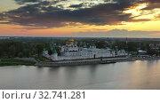 Ipatievsky Monastery in Kostroma at sunset Russia (2019 год). Редакционное видео, видеограф Михаил Коханчиков / Фотобанк Лори