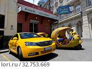 Купить «Cuba, Havana - Taxi stand in front of the Bar Floridita», фото № 32753669, снято 20 июля 2019 г. (c) Caro Photoagency / Фотобанк Лори