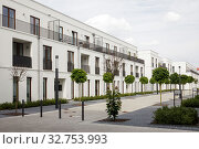 New construction of terraced housing estate in Wolfsburg (2019 год). Редакционное фото, агентство Caro Photoagency / Фотобанк Лори