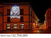 Купить «Cuba, Camaguey - View of an apartment building with the portrait of Che Guevara», фото № 32754089, снято 30 июля 2019 г. (c) Caro Photoagency / Фотобанк Лори