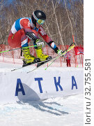 Купить «Krasnoyarsk mountain skier Alexey Ovchinnikov skiing down mount slope parallel slalom. Russian Federation Alpine Skiing Championship», фото № 32755581, снято 30 марта 2019 г. (c) А. А. Пирагис / Фотобанк Лори