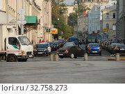 Купить «Большая Никитская улица на пересечении с улицей Моховой. Город Москва. Россия», эксклюзивное фото № 32758273, снято 22 июля 2010 г. (c) lana1501 / Фотобанк Лори