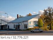 Купить «Стеклодувная мастерская и магазин Lasiruusu. Пуумала. Финляндия», фото № 32776221, снято 5 октября 2019 г. (c) Румянцева Наталия / Фотобанк Лори