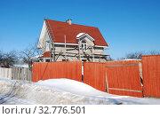 Купить «Строящийся двухэтажный жилой дом в частном секторе Можайска. Можайский район. Московская область», эксклюзивное фото № 32776501, снято 10 марта 2011 г. (c) lana1501 / Фотобанк Лори