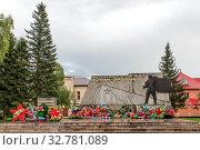 Купить «Монумент погибшим в Великую Отечественную войну в России, город Бийск», фото № 32781089, снято 20 августа 2017 г. (c) Игорь Боголюбов / Фотобанк Лори