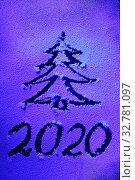 Купить «Новогодний рисунок на снежном стекле. Дата 2020 и елка из снежных узоров. Новогодняя праздничная поздравительная открытка. Неоновое освещение.», фото № 32781097, снято 6 июля 2020 г. (c) Дорощенко Элла / Фотобанк Лори