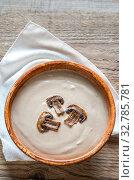Купить «Bowl of creamy mushroom soup», фото № 32785781, снято 13 июля 2020 г. (c) easy Fotostock / Фотобанк Лори