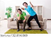 Купить «Friends watching football at home», фото № 32814069, снято 5 февраля 2019 г. (c) Elnur / Фотобанк Лори
