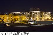 Купить «Night streets of Baku. The square in front of the Heydar Aliyev Cultural Center», фото № 32819969, снято 24 сентября 2019 г. (c) Евгений Ткачёв / Фотобанк Лори