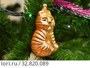 Купить «Ёлочная игрушка времён СССР на ветвях искусственной ели», эксклюзивное фото № 32820089, снято 29 декабря 2019 г. (c) Dmitry29 / Фотобанк Лори