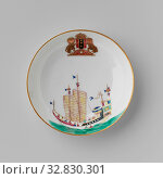 Купить «Saucer with a Chinese junk and the arms of Amsterdam, Porcelain dish, painted on the glaze in blue, red, pink, green, yellow, black and gold. On the front...», фото № 32830301, снято 13 июля 2020 г. (c) age Fotostock / Фотобанк Лори