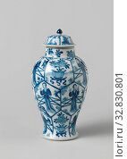 Купить «Covered jar with Chinese ladies and flower pots in panels, Baluster-shaped porcelain covered pot, painted in underglaze blue. The wall is divided into...», фото № 32830801, снято 13 июля 2020 г. (c) age Fotostock / Фотобанк Лори