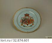 Купить «Unknown (Chinese), Plate, late 18th Century, Glazed hard-paste porcelain with polychrome enamel and gilding, Height x diameter: 1 x 9 1/4 in. (2.5 x 23.5 cm)», фото № 32874601, снято 13 июля 2020 г. (c) age Fotostock / Фотобанк Лори