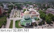 Купить «Aerial panoramic view of modern cityscape of Ozyory overlooking Orthodox Holy Trinity Church, Russia», видеоролик № 32891161, снято 13 мая 2019 г. (c) Яков Филимонов / Фотобанк Лори