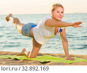 Portrait of sportswoman which is doing excercises on endurance. Стоковое фото, фотограф Яков Филимонов / Фотобанк Лори