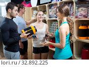Купить «Group of young adults discussing bodybuilding supplements», фото № 32892225, снято 7 апреля 2020 г. (c) Яков Филимонов / Фотобанк Лори