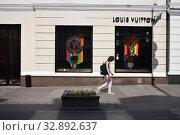 Магазин  Louis Vuitton на Большой Дмитровке. Москва (2019 год). Редакционное фото, фотограф Victoria Demidova / Фотобанк Лори