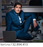 Купить «Businessman working overtime long hours late in office», фото № 32894413, снято 9 октября 2017 г. (c) Elnur / Фотобанк Лори