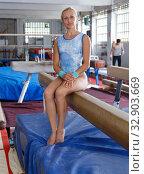 Купить «Mature sporty female gymnast in bodysuit during workout at broad bars», фото № 32903669, снято 18 июля 2018 г. (c) Яков Филимонов / Фотобанк Лори