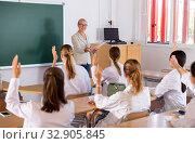 Купить «Medical students raising hands to answer», фото № 32905845, снято 7 апреля 2020 г. (c) Яков Филимонов / Фотобанк Лори