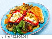 Купить «Plate with baked vegetables and chicken fillet», фото № 32906081, снято 29 февраля 2020 г. (c) Яков Филимонов / Фотобанк Лори