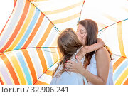 Купить «Mom with a small daughter walks along the beach with an umbrella on a sunny summer day.», фото № 32906241, снято 18 июля 2019 г. (c) Акиньшин Владимир / Фотобанк Лори