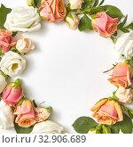 Round roses flowers frame for congratulation. Стоковое фото, фотограф Ярослав Данильченко / Фотобанк Лори