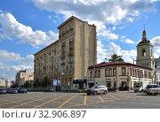 Moscow, Russia - 02 June. 2019. Pokrovka Street - Modern street development mainly refers to the 19th - early 20th centuries. Редакционное фото, фотограф Володина Ольга / Фотобанк Лори