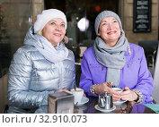 Two happy senior women at terrace cafe. Стоковое фото, фотограф Яков Филимонов / Фотобанк Лори