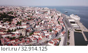 Купить «Panorama from drone of Lisbon historical center and oldest city church Se Cathedral», видеоролик № 32914125, снято 20 апреля 2019 г. (c) Яков Филимонов / Фотобанк Лори