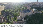 Купить «Aerial view of fortress Alcazar of Segovia. Spain», видеоролик № 32914165, снято 17 июня 2019 г. (c) Яков Филимонов / Фотобанк Лори